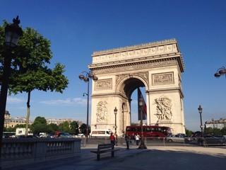 L'Arc de Triomphe de bon matin