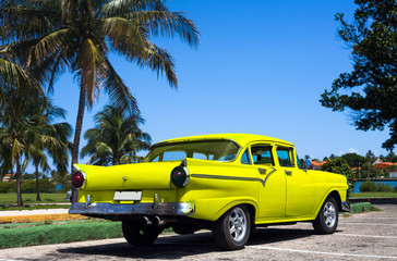 Kuba gelber Oldtimer