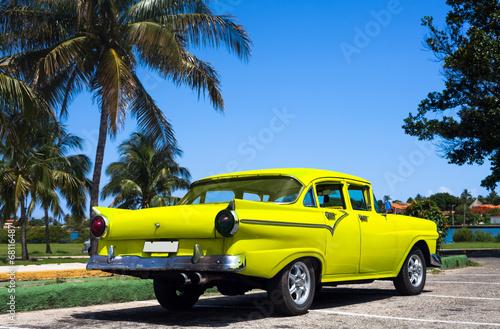 Kuba gelber Oldtimer - 68116487