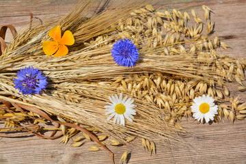 Getreide mit Blüten