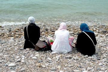 femmes voilées à la plage