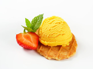 Butter waffle cookie with ice cream