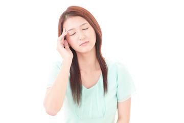 頭痛に悩むOL