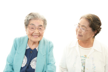 笑顔の二人の女性