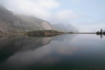 Lago el Valle y presa. Parque Natural de Somiedo, Asturias.