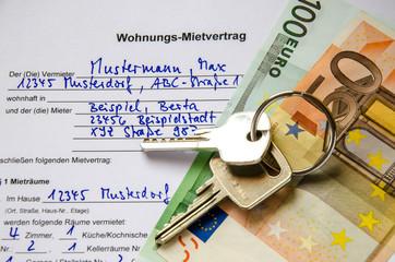 Wohnungsmietvertrag mit Euroscheinen und Schluessel