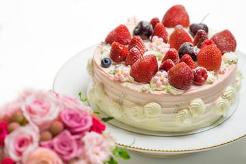 ケーキとバラの花