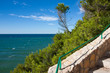 Wanderweg an der Meeresküste in Spanien