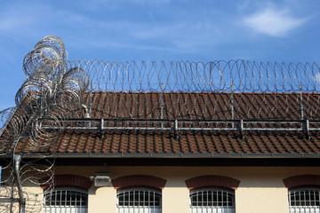 Gefängnis - Stacheldraht