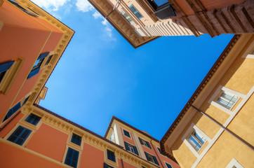 malerische Häuser von Rom in der Froschperspektive