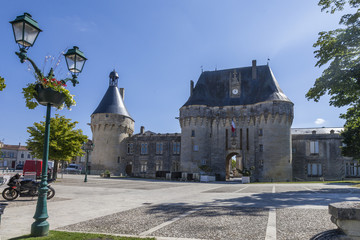 Place du château Jonzac