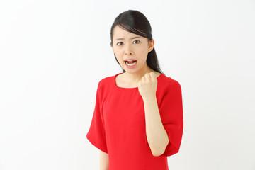 怒る・若い女性