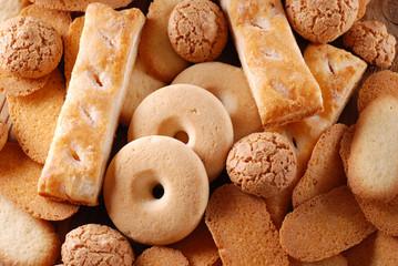 mucchio di biscotti assortiti