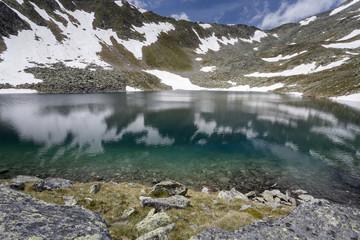 Gebirgssee in Südtirol, Italien (Waldner See)