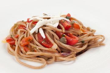Spaghetti di farro con pomodorini capperi datterini