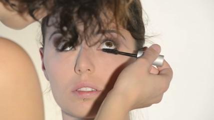 séance de maquillage des yeux