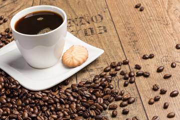 Kaffee, Keks und Kaffeebohnen