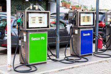 Stazione di servizio e carburanti