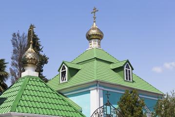 Купола храма Рождества Пресвятой Богородицы в Лазаревском