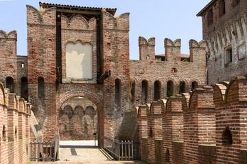 drawbridge access to main courtyard, Soncino Castle