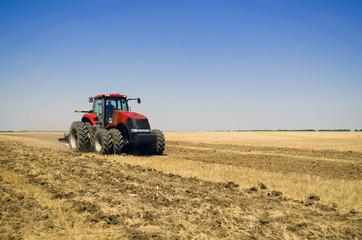 поле трактор