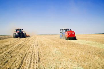 поле трактор 3