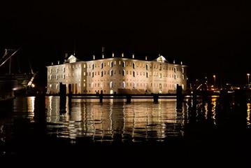 Schifffahrtsmuseum bei Nacht