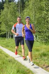 fröhliches Jogger-Paar