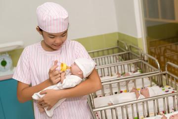 Feeding newborn