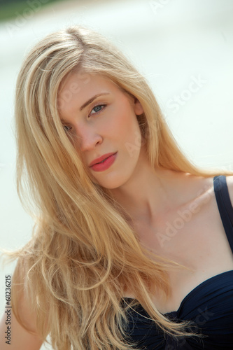canvas print picture Blonde Frau topless am Strand