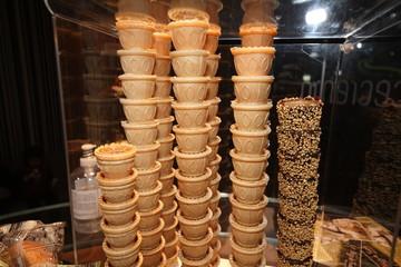 coni cialde al cioocolato per gelati