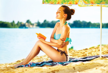 Suntan Lotion. Woman Applying Sunscreen Solar Cream