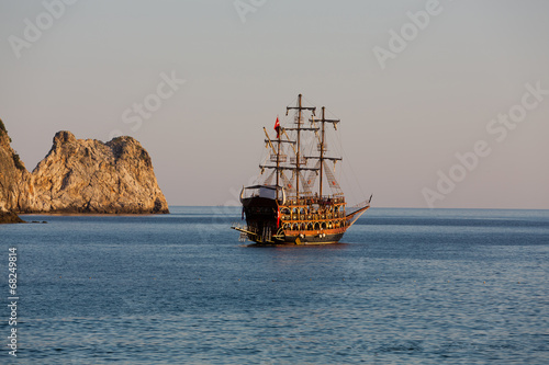 Foto op Aluminium Turkey Alanya - the pirate ship at the beach of Cleopatra