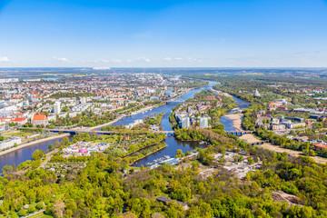 Luftbild Fluss+Stadt