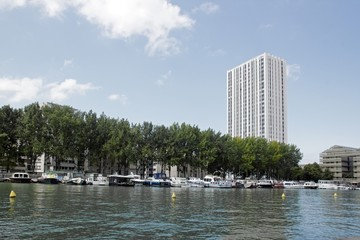 Bassin de la villette, son port nautique, Paris France