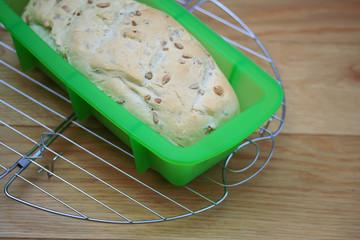 pane che raffredda su griglia