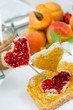 Frühstck: Liebevoll dekoriertes Marmeladebrot :)
