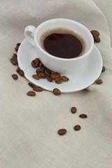 Kaffee mit Kaffeebohnen