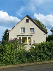 Wohnhaus in Hanglage mit grünem Garten in Krofdorf-Gleiberg