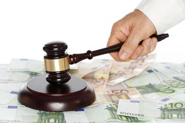 Geld und Urteil