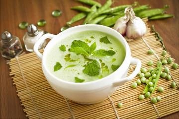 Pureed vegetarian pea soup