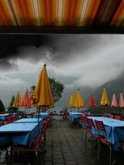 Bergrestaurant im Regen