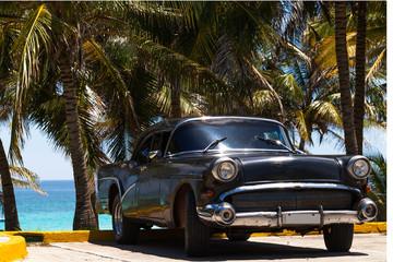 Kuba amerikanischer Oldtimer am Strand