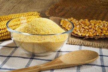Maize and cornmeal in glass bowl