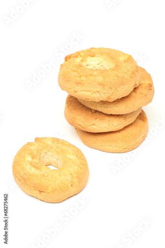 biscotti cotti al forno sfondo bianco
