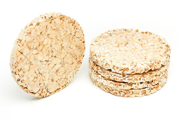 snack di cereali su sfondo bianco