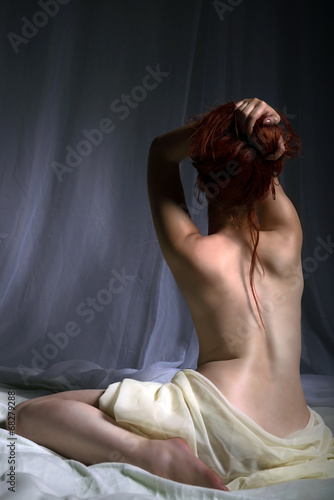 Naked woman sitting in bad and playing with her hair - 68279288