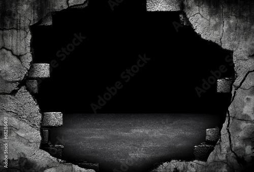 broken brick wall - 68286408