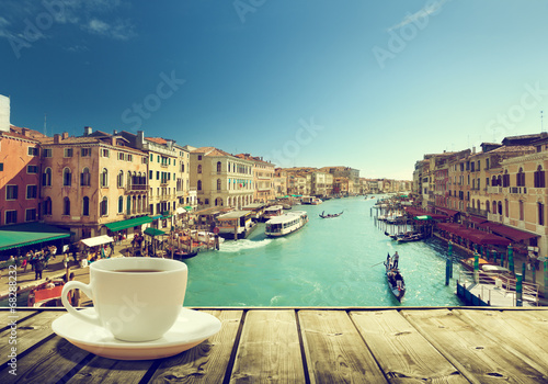 Foto Spatwand Venetie coffee on table and Venice in sunset time, Italy