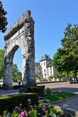Campanus Bogen mit Rathaus in Aix-les-Bains